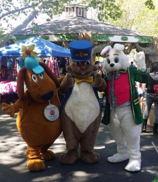"Captioned ""Friends forever,"" courtesy of Funderland's Facebook page"